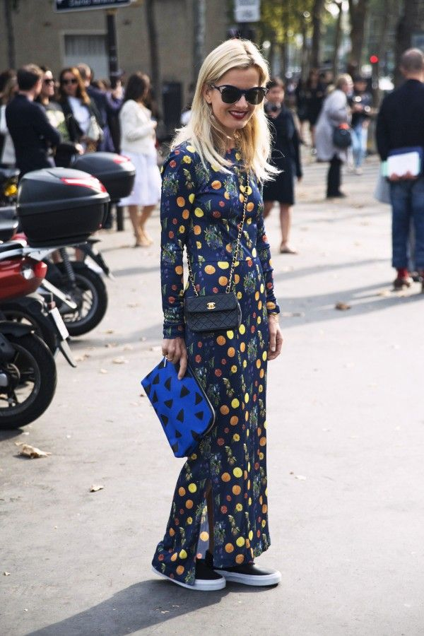 elle-strauss-maxi-dress-sneakers-spring-via-thezoereport.com