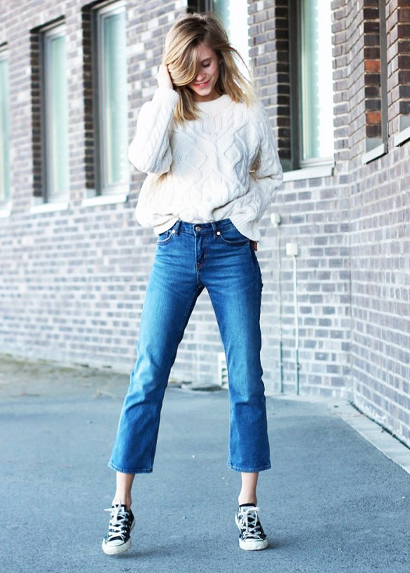 weekend-flared-cropped-jeans-cropped-flares-converse-sneakers-cream-ivory-fisherman-sweater-oversized-sweater-spring-weekend-via-