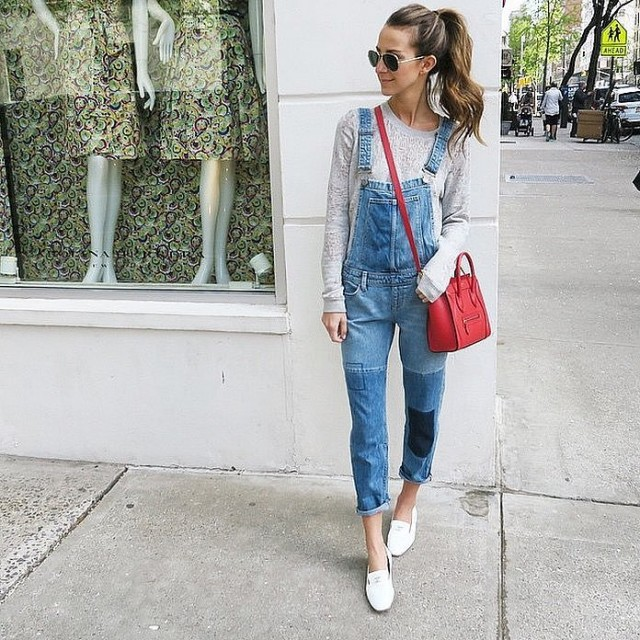 overalls-patchwork denim - white oxfords - red bag-fall weekend outfit-brunch-lace sweatshirt-via